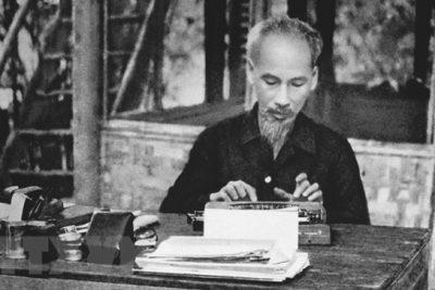 """Chủ tịch Hồ Chí Minh: """"Tôi chỉ có một sự ham muốn, ham muốn tột bậc, là làm sao cho nước ta được hoàn toàn độc lập, dân ta được hoàn toàn tự do, đồng bào ai cũng có cơm ăn áo mặc, ai cũng được học hành."""""""